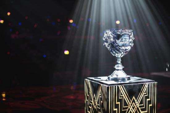 lol总决赛冠军奖杯是什么做的2020 英雄联盟冠军奖杯值钱吗?